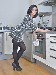 MILF Housewife Pics